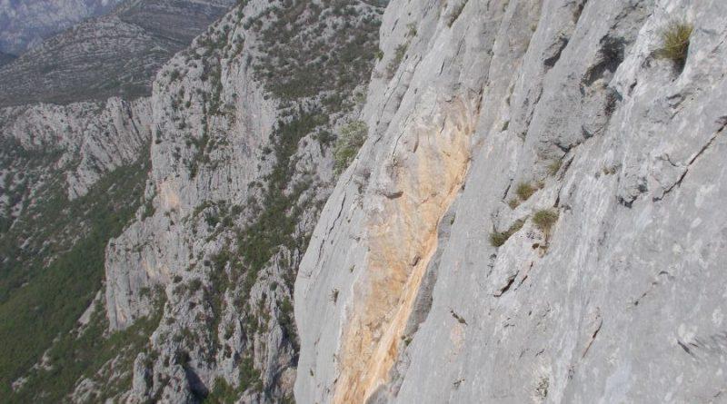 Tu je bil en kamnčk, ki je padu dol